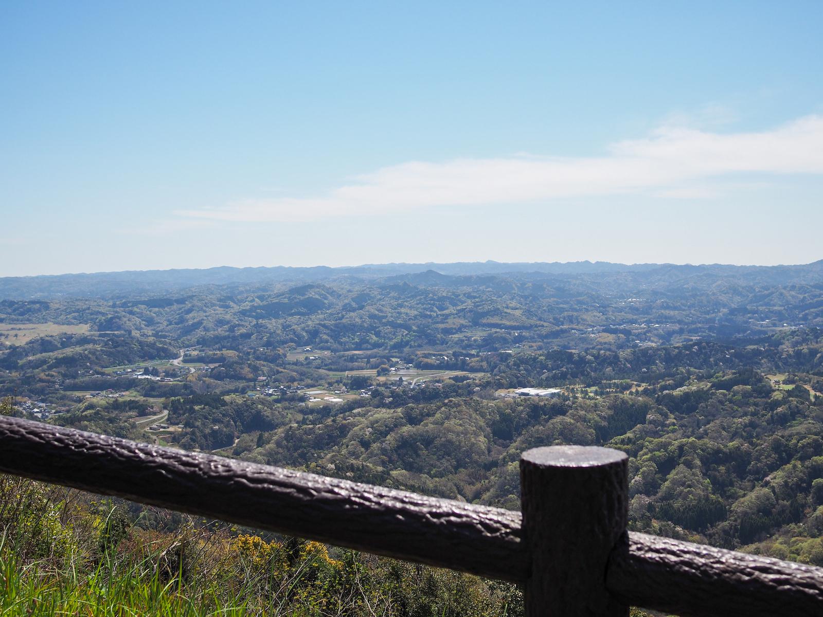 眼下に房総丘陵を臨む、先人はこの奇観を九十九谷(くじゅうくたに)と呼びました。