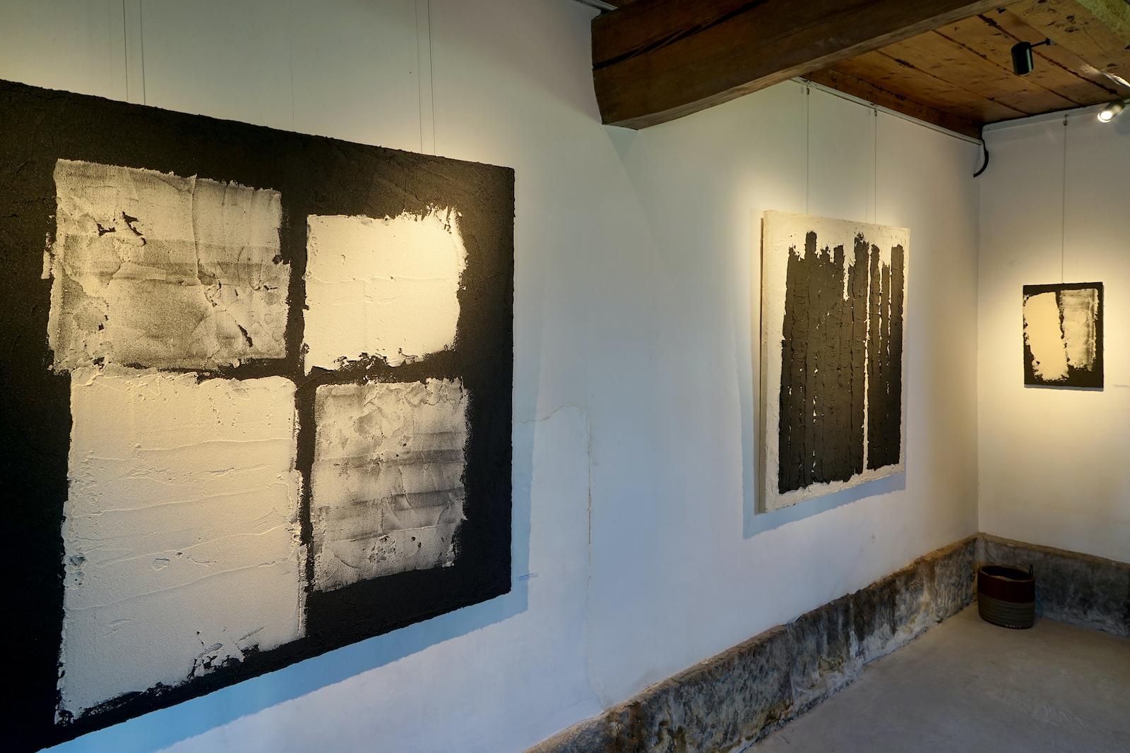 「灰の絵」展示会の様子(2015年)