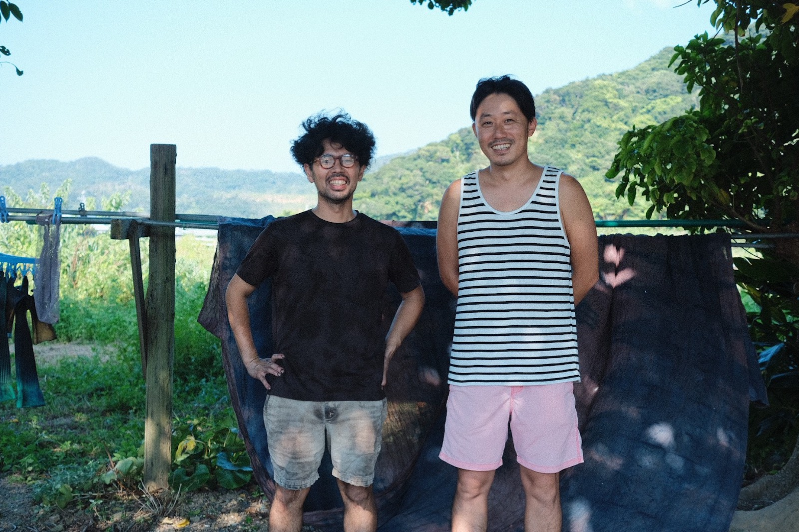 金井工芸にて 金井さん(左)と北さん(右)