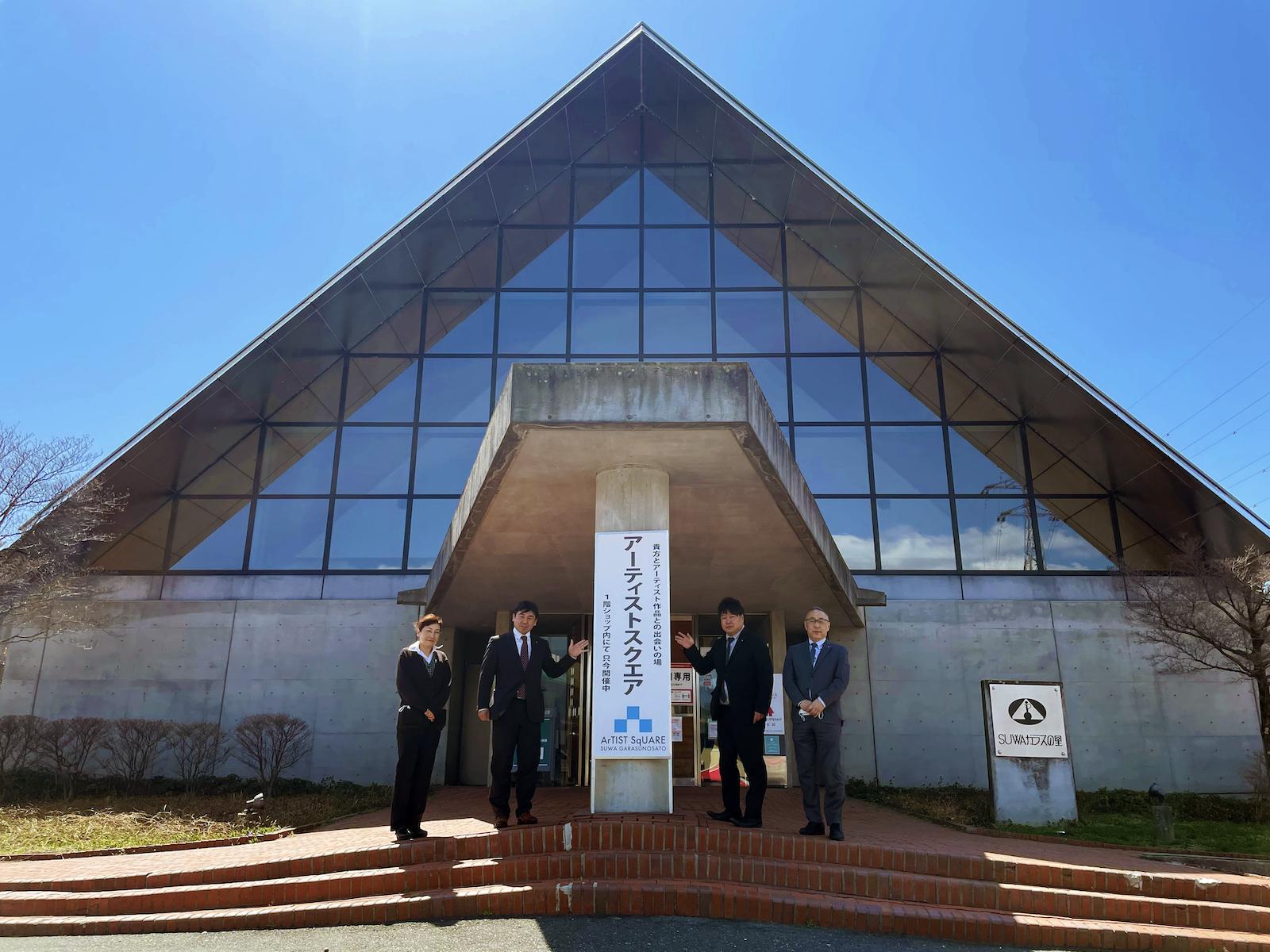 左から、SUWA ガラスの里 の 上島さん、岩波太佐衛門尚宏さん、小泉孝文さん、宮坂守さん