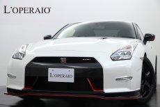 日産 GT-R ニスモ オプションカラー:ブリリアントホワイトパール スポーツリセッティング ブラック&レッド専用レカロシート 鍛造20インチAW 専用カーボンエアロ 専用チタンマフラー BOSEサウンド 純正HDDナビ