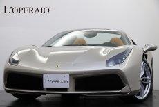 フェラーリ 488 spyder F1DCT 正規ディーラー車 走行距離4,000㎞ カーボンファイバーLEDドライバーゾーンステアリング サスペンションリフター JBLサウンドシステム フロント&リアパーキングセンサー 跳ね馬ヘッドレスト刺繍 【車検令和3年7月迄】