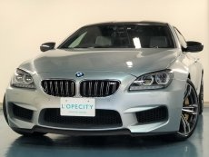 BMW M6 M6グランクーペ フルレザーメリノインテリア 前後左右独立温度調整オートエアコン ステンレスアクセルペダル カーボンドアミラー カーボンルーフ ヘッドアップディスプレイ