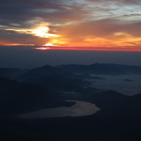 須走ルート九合目 (富士山からの日の出写真)のサムネイル