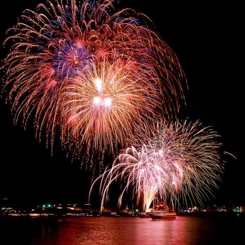 土肥サマーフェスティバル海上花火大会のサムネイル