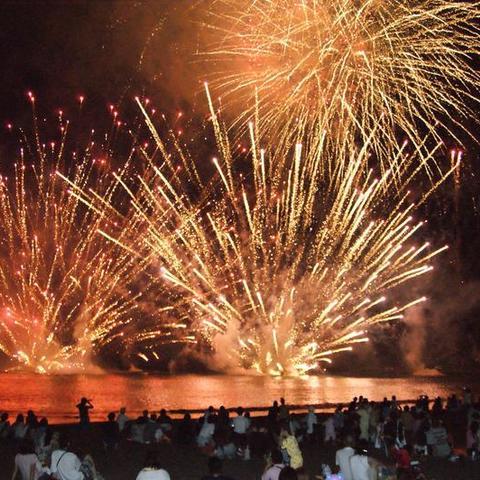 静波海水まつり 花火大会のサムネイル