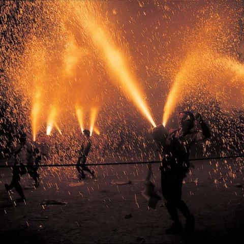 遠州新居の手筒花火のサムネイル