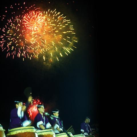 按針祭太鼓の響き打上花火のサムネイル