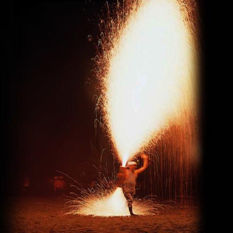 伊東温泉箸まつり花火大会のサムネイル