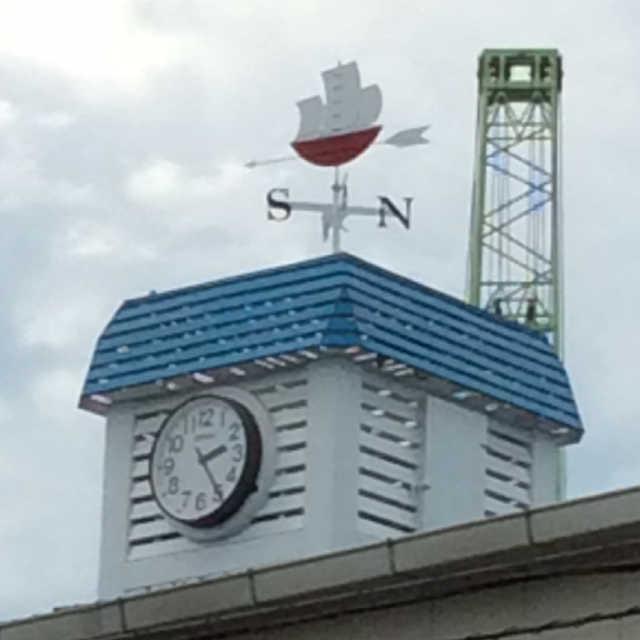 青い屋根に風見船♪