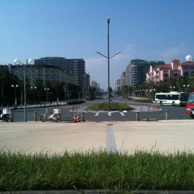 新浦安のメインストリート