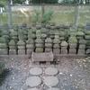 これらの墓石群は