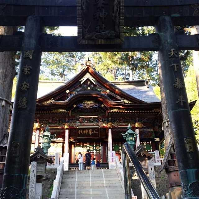 三峰神社の青銅鳥居