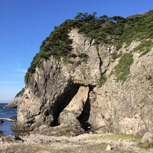 この岩は何に見えるでしょうか?