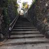 石垣に囲まれた階段