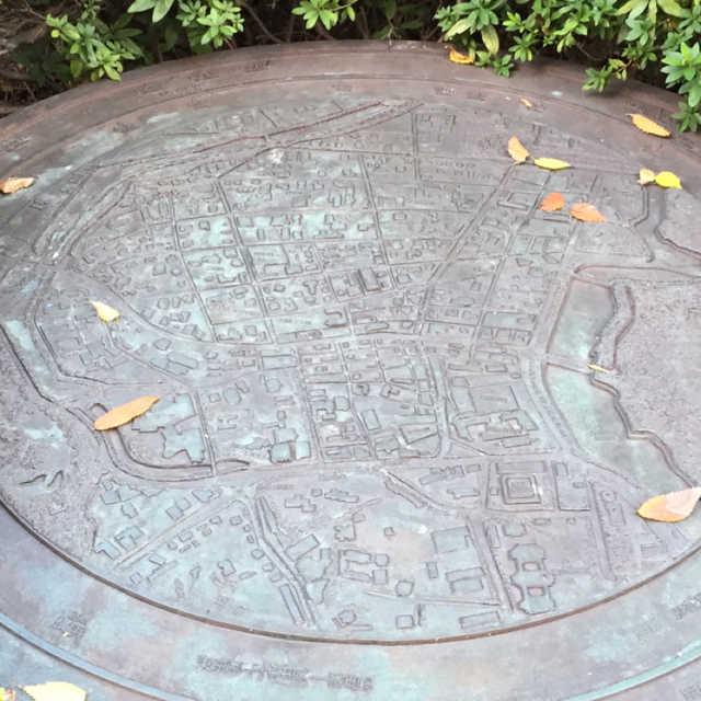 地図のモニュメント