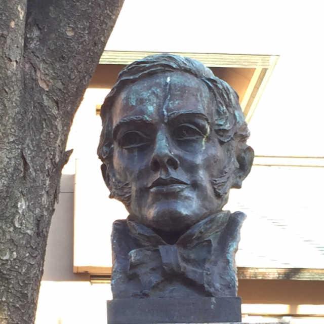 ペルリ提督の像