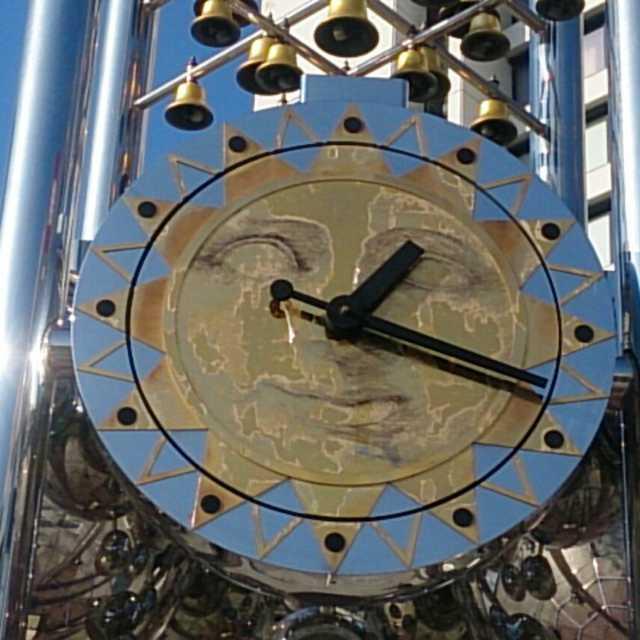 サンプラザ前の時計塔