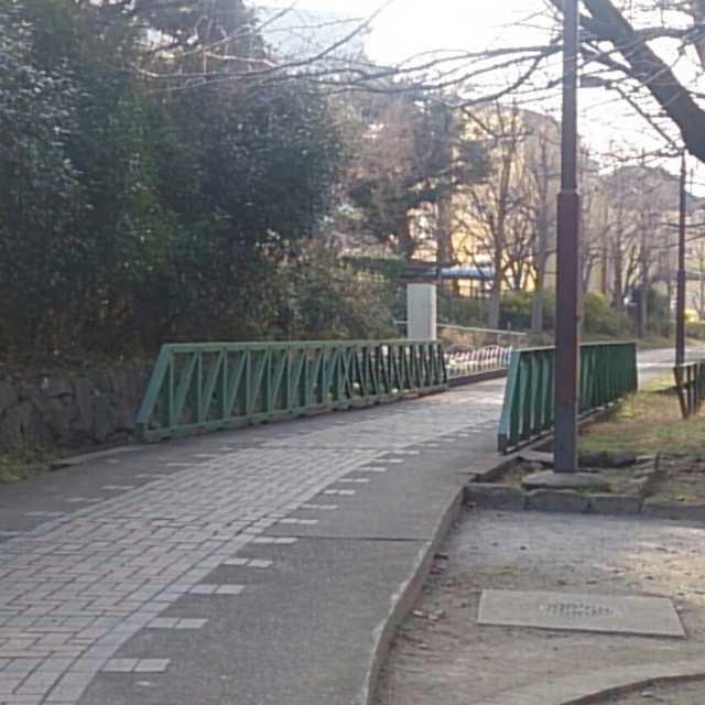 鉄橋のような柵