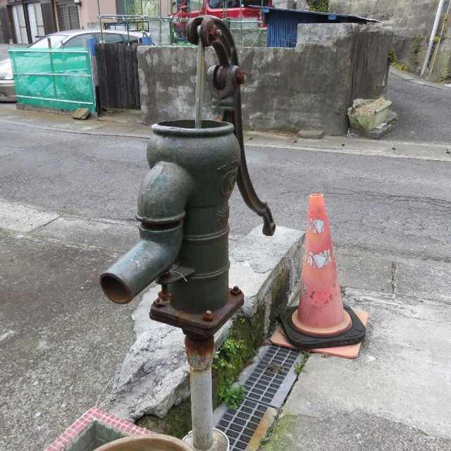 井戸ポンプのある風景