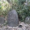 東裏の石仏