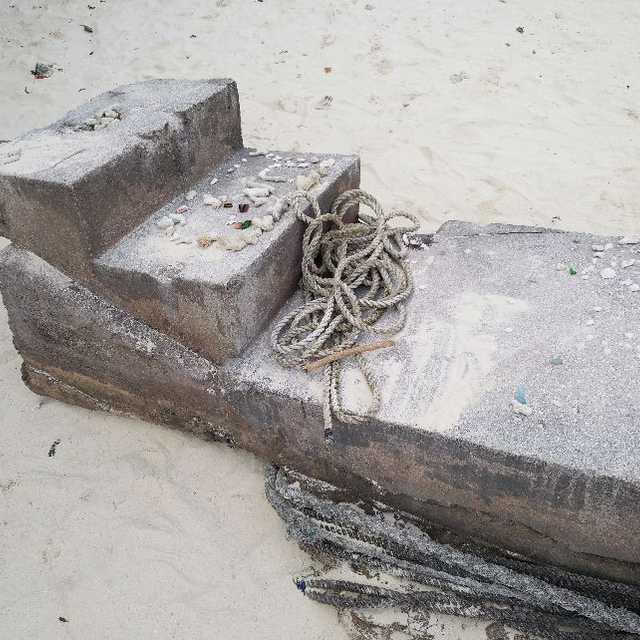 砂浜にある階段(カビラクエスト)