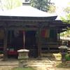 大木に囲まれた岩湧寺