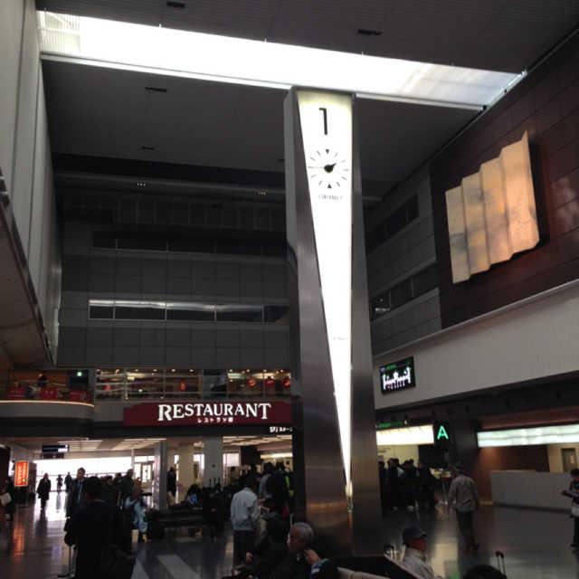空港内の時計塔