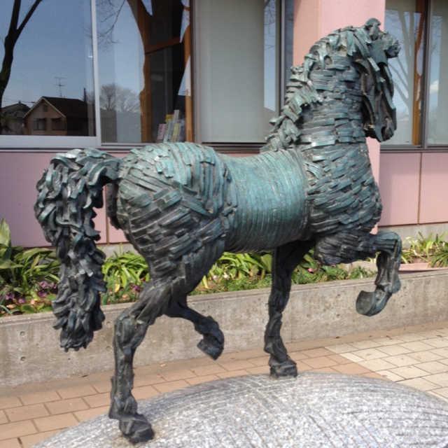 けやき通りの馬