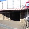 小さい高架下トンネル