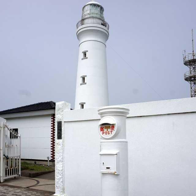 灯台と白ポスト