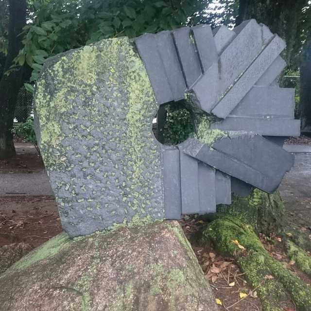 時間の傍観者~緑と彫刻の道~