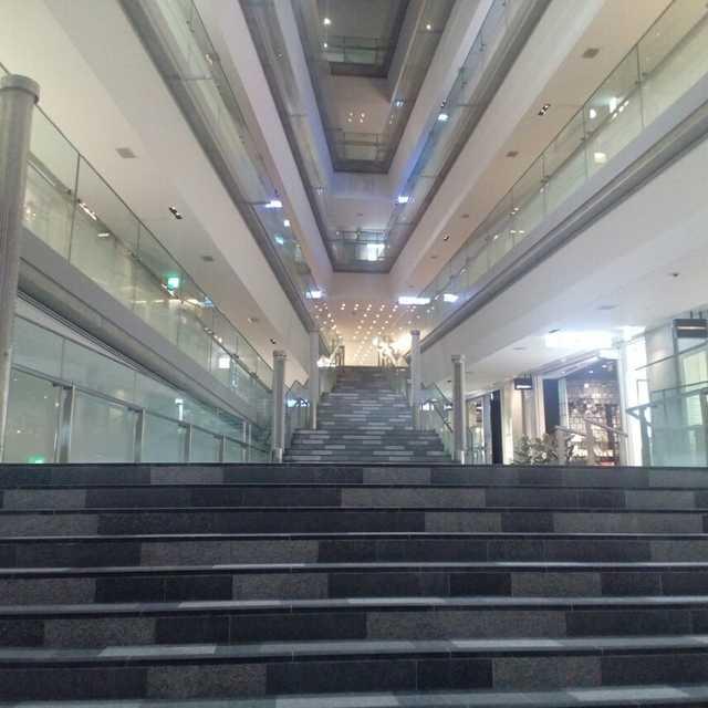 まっすぐ降りる階段