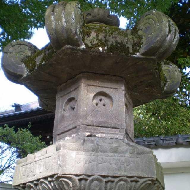 海前寺の石灯籠