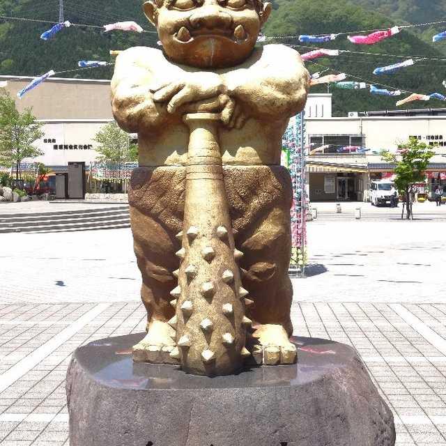 鬼怒川温泉駅前・鬼怒太