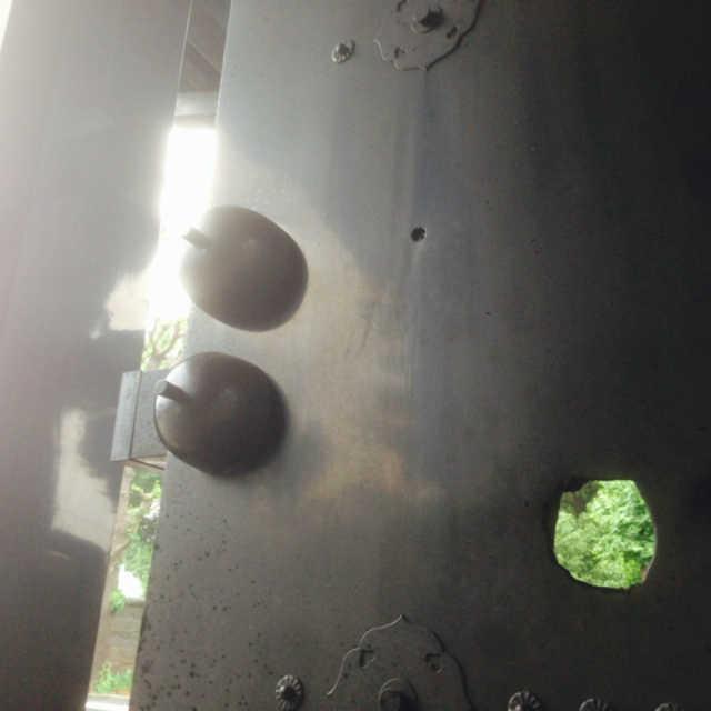 上野戦争の弾痕が残る