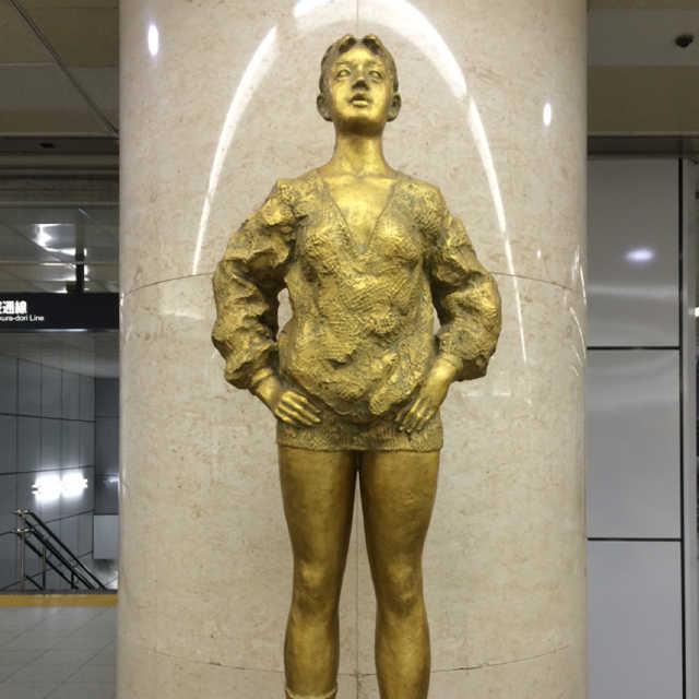 ユニモールの銅像