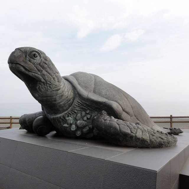 世界最大の海亀像