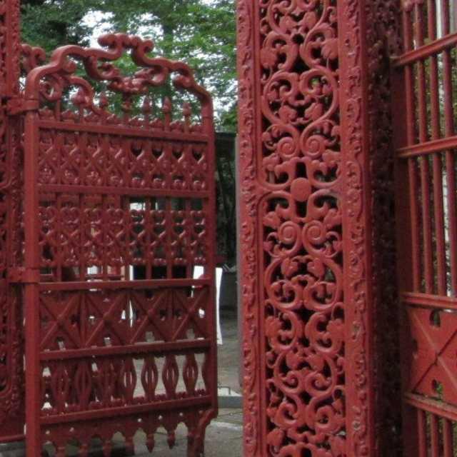 有名大学の赤い門
