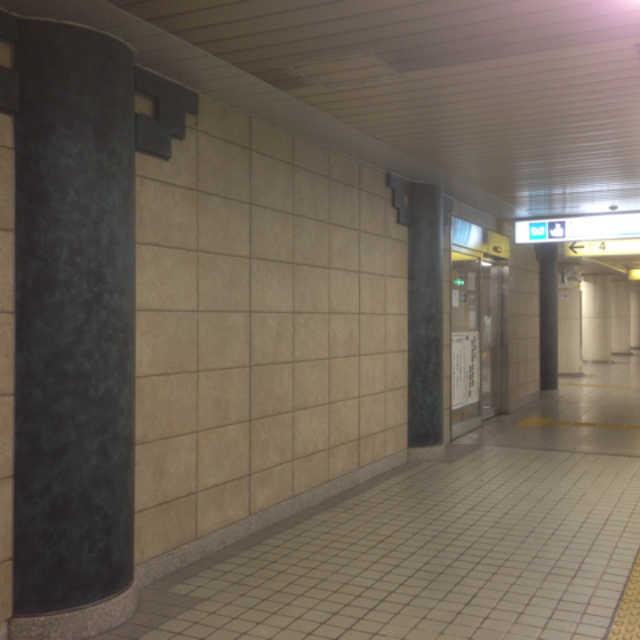 護国寺駅事務室の柱は