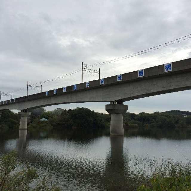 鉄橋がかかっているよ。