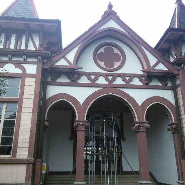 モダンな木造建築の洋館