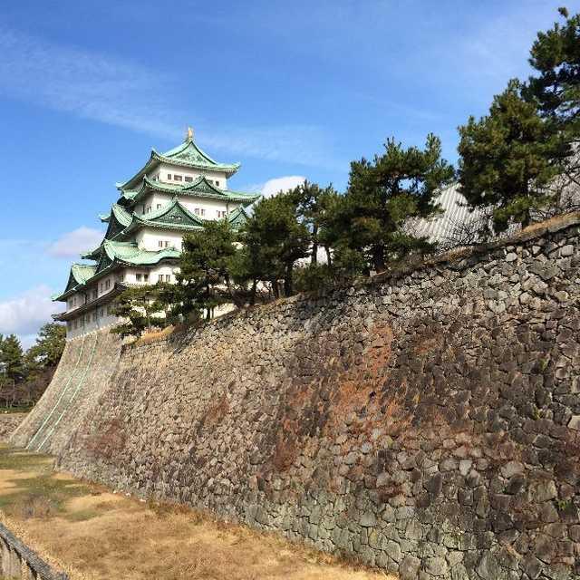 尾張名古屋は城でもつ