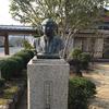 両部篤氏の像