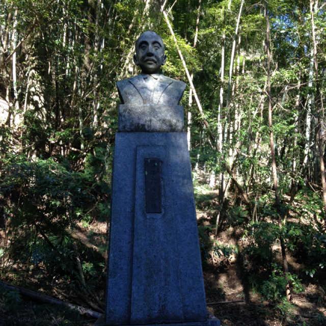 田村律之助の胸像