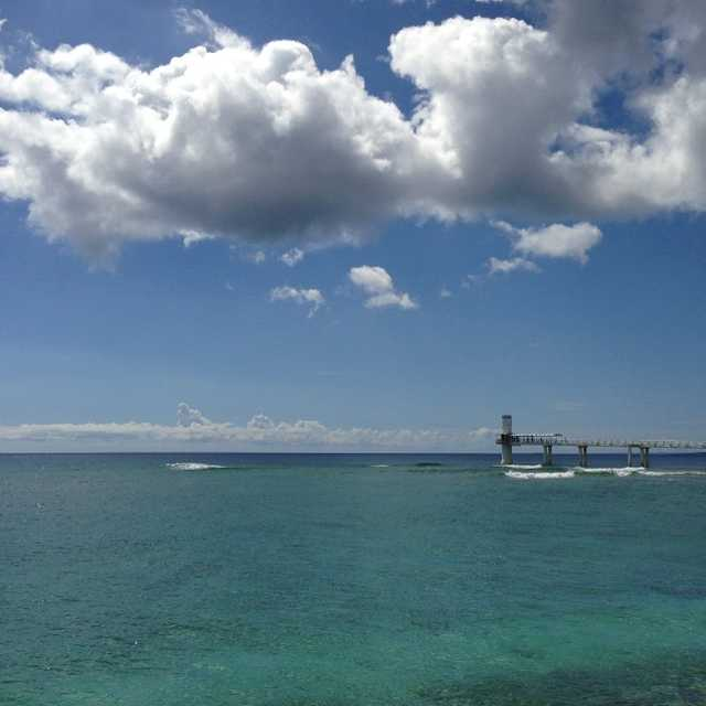 海中展望台を望む