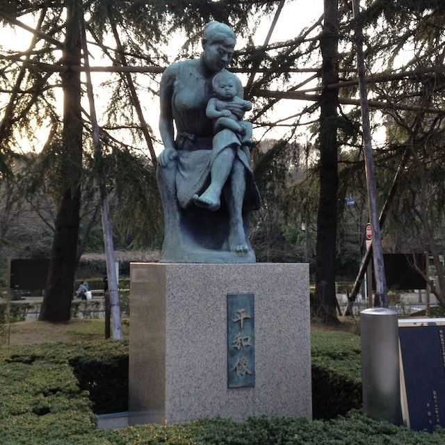 戸田市役所「平和像」