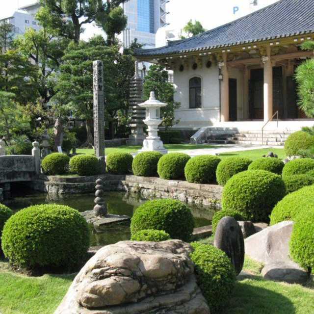 わらべ地蔵の庭