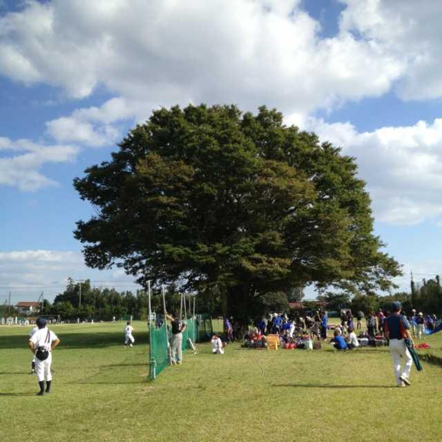 住宅地にある野球場三面とれる広いグランド