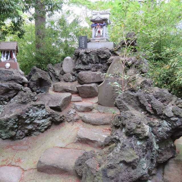 鷲神社の冨士塚
